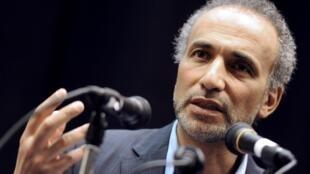 """Tariq Ramadan, incarcéré dans une affaire de viols sur deux femmes, a reconnu des relations sexuelles """"consenties"""" avec une troisième plaignante lors de son premier interrogatoire, le 5 juin."""