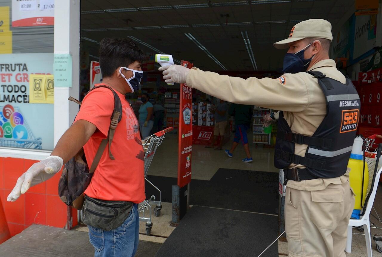 En la provicincia de Guayas, la región más afectada por el coronavirus en Ecuador y entre las más golpeadas a nivel mundial, algunas zonas ya comienzan a reanudar sus actividades, 12 de mayo de 2020.