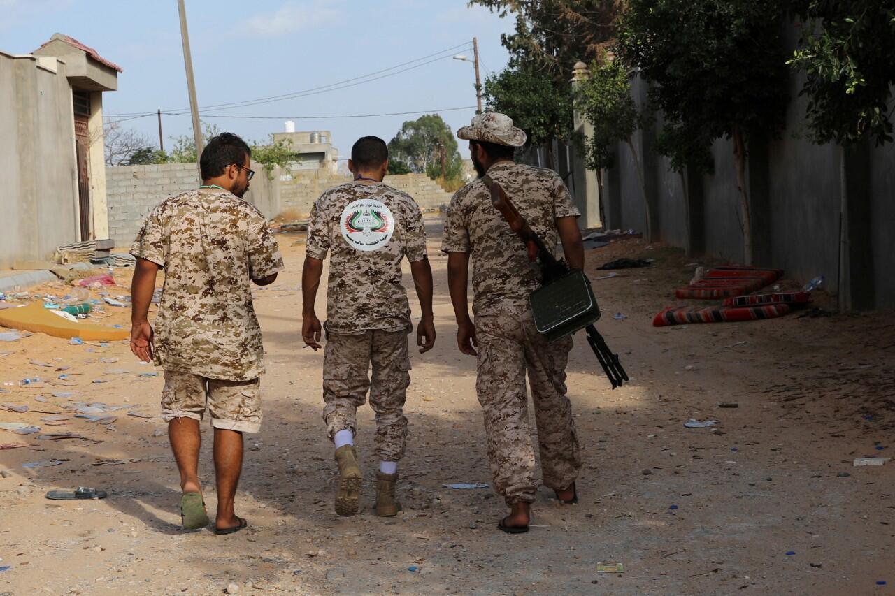 Des membres des forces gouvernementales libyennes patrouillent à Ain Zara, à Tripoli en Libye, le 14 octobre 2019.