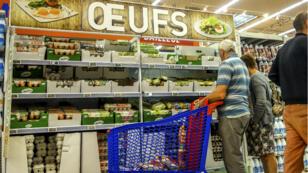 Un rayon de supermarché, à Lille, le 11 août 2017.