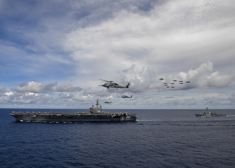 Le porte-avions américain USS Reagan en patrouille aux abords du canal de Bashi, situé entre les Philippines et Taïwan.