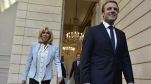 Emmanuel Macron et sa femme à l'Élysée le 25 juillet.