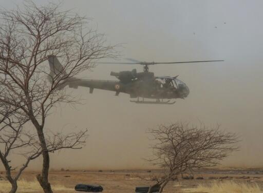 Francia tiene unos 4.500 soldados desplegados en cinco países de la vasta región del Sahel para ayudar en la lucha contra los grupos yihadistas.