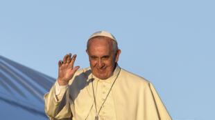 - البابا فرانسيس في روما متجها نحو كينيا في 25 تشرين الثاني/نوفمبر 2015