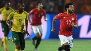 محمد صلاح خلال المباراة أمام جنوب أفريقيا التي ودعت فيها مصر بطولة الكان الأخيرة.