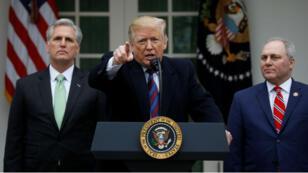El presidente Donald Trump no descartó declarar la emergencia nacional para construir el muro fronterizo.
