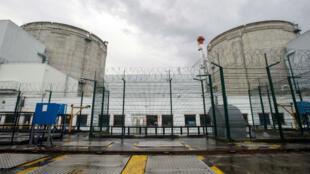 La centrale de Fessenheim est la plus ancienne des centrales nucléaires en activité en France.