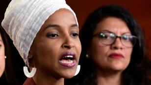 Ilhan Omar et Rashida Tlaib lors d'une conférence après les tweets racistes de Donald Trump à l'encontre quatre élues issues de minorités, à Washington le 15 juillet 2019.