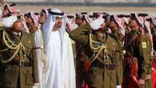 le Prince héritier d'Abu Dhabi, Mohammed Bin Zayed al-Nahyan, à l'aéroport militaire d'Amman en Jordanie, le 20 novembre 2018.