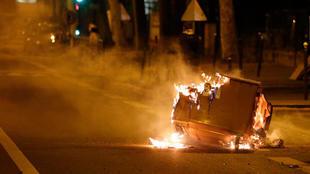 صورة من شدة الاضطرابات الأمنية في بلدية فيلنوف لا غارين بضاحية باريس الشمالية، في 21 أبريل/نيسان 2020.