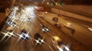 Des voitures sur le périphérique parisien, le 8 décembre au soir