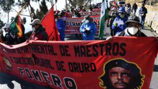 Manifestantes protestan en 14 de julio de 2020 en La Paz contra el gobierno de Bolivia