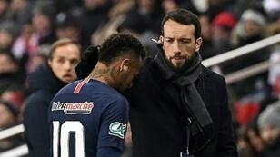 نيمار يغادر أرضية الملعب بعد تعرضه لإصابة في مشط القدم ضد ستراسبورغ. 23 يناير/كانون الثاني 2019