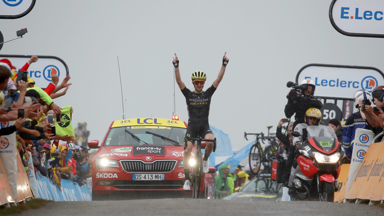 El británico Simon Yates, del equipo Mitchelton-Scott, celebra tras ganar la etapa 15 del Tour de Francia en Foix Prat d'Albis, el 21 de julio de 2019.