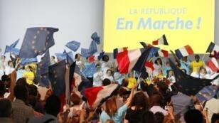 Des militants de La République en marche, le 8 juillet 2017, à Paris.