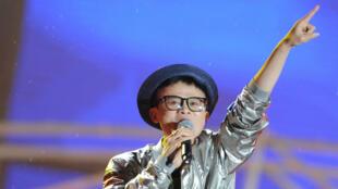 Jack Ma, fondateur d'Alibaba, pousse la chansonnette lors du dixième anniversaire du groupe en 2013