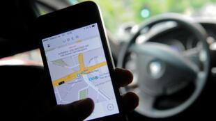Après avoir été interdit à Bruxelles, en Allemagne et en Inde, Uber sera interdit dès 2015 en France.