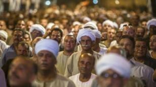 مصريون خلال حضورهم تجمعا انتخابيا في قنا في 29 أيلول/سبتمبر 2015