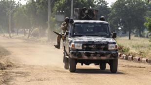 عسكريون نيجيريون يجرون دورية في نغامدو في شمال شرق نيجيريا في 3 تشرين الثاني/نوفمبر 2020