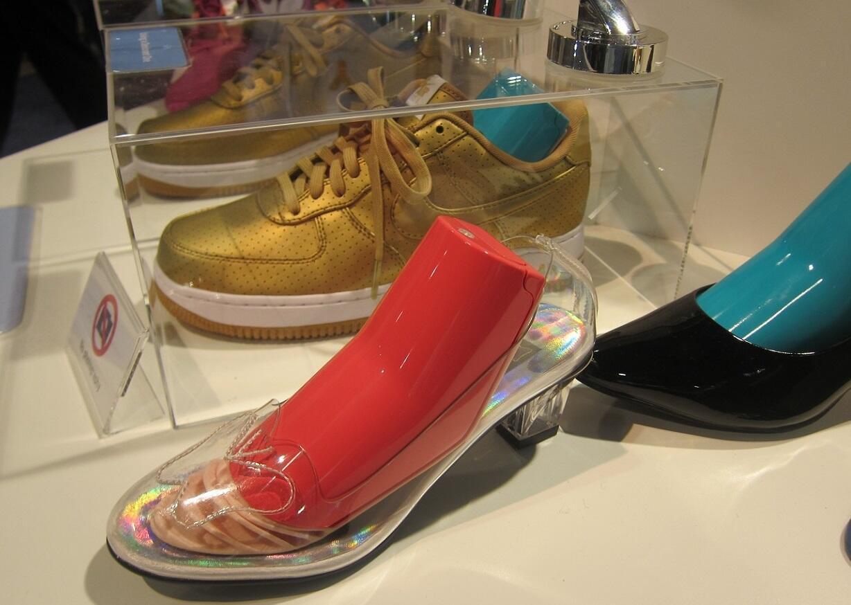 قالب أحذية يزيل الروائح الكريهة - معرض الكماليات في لاس فيغاس 2017