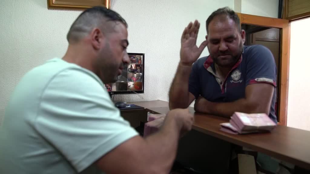 Avec la dévaluation de la monnaie nationale, les Libanais misent désormais sur le dollar.
