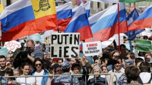 Plus de 20 000 manifestants ont répondu à l'appel de l'opposition samedi à Moscou pour soutenir les candidats indépendants exclus par les autorités pour les élections municipales de septembre.