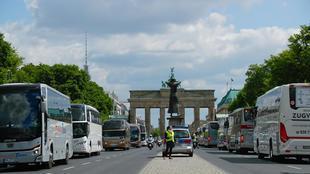 حافلات السياحة في برلين بتاريخ 13 مايو 2020 للمطالبة بدعم مالي لمواجهة الخسائر الناجمة عن وباء كوفيد-19.