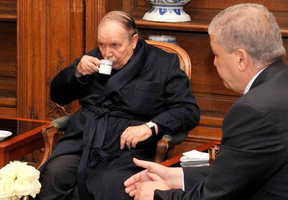 L'un des quatre clichés du président Abdelaziz Bouteflika dans un salon des Invalides