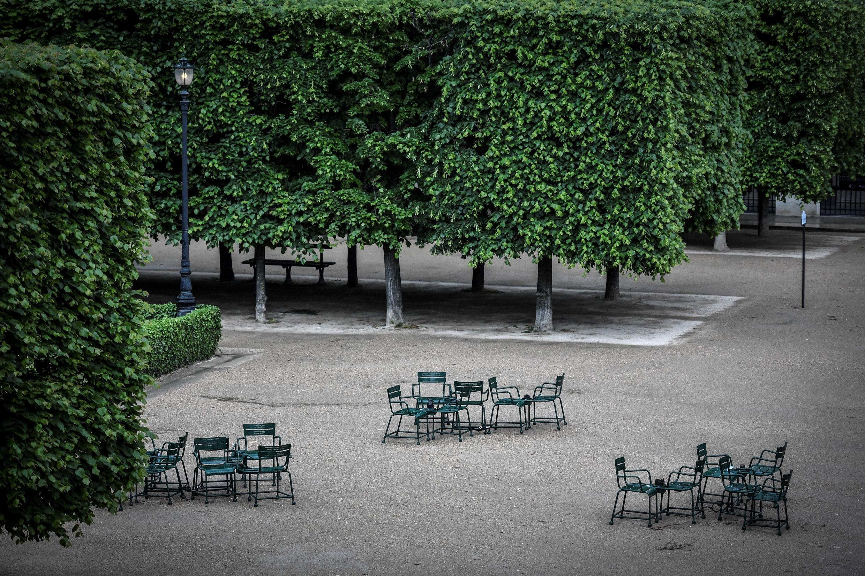 Le jardin du Palais Royal à Paris, le 27 avril 2020, fermé en raison de la pandémie de Covid-19.