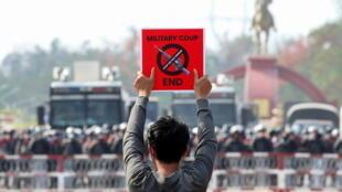 2021-02-18T094253Z_778542250_RC2XUL9HB0YO_RTRMADP_3_MYANMAR-POLITICS