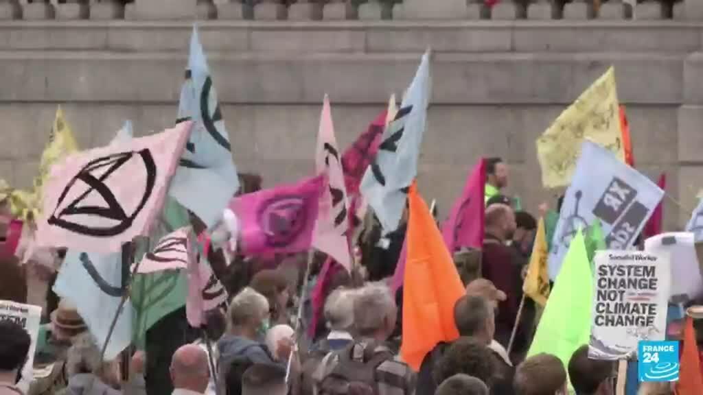 2021-08-23 19:09 Reino Unido: activistas de Extinction Rebellion exigen acciones contra el cambio climático