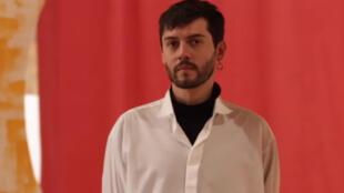 El premio LabScene que ganó Martín Lutteckë en octubre y que acaba de recibir en París consiste en apoyar su participación en cuatro salones de moda organizados por WSN.