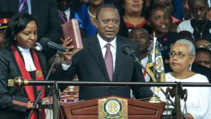 Le président du Kenya, Uhuru Kenyatta, prête serment le 28 novembre 2017, lors de son investiture au stade de Kasarani.