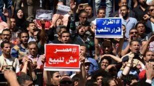 مصريون يتظاهرون ضد اتفاق مثير للجدل يمنح السعودية السيادة على جزيرتي تيران وصنافير في البحر الأحمر، 15أبريل 2016