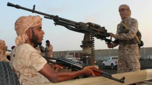 Des soldats des forces pro-gouvernementales yéménites, dans le port de Mukalla, le 29 novembre 2018.
