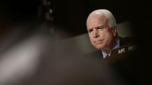 L'influent sénateur américain, John McCain, président de la commission des forces armées.