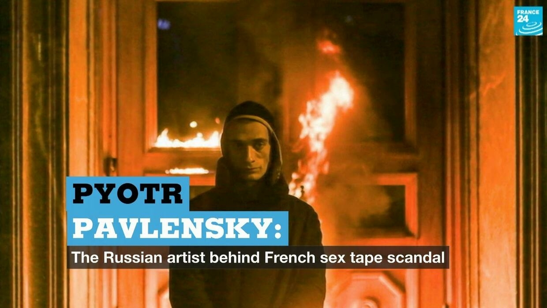 Pyotr Pavlensky ile ilgili görsel sonucu