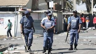دورية عناصر من الشرطة الجنوب أفريقية في العاصمة جوهانسبورغ. 3 سبتمبر/أيلول 2019.