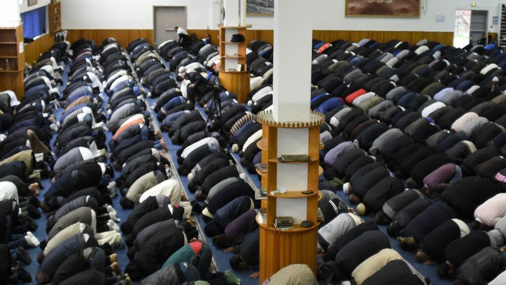 Environ 300 imams sur les quelques 1800 exerçant en France sont détachés par des pays étrangers.