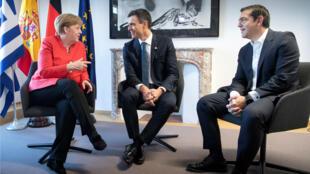 La canciller de Alemania, Angela Merkel, reunida con el presidente del Gobierno español, Pedro Sánchez y el primer ministro de Grecia, Alexis Tsipras durante la cumbre de jefes de Estado y de gobierno en Bruselas, Bélgica el 29 de junio de 2018.