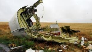 Un débris de l'appareil du vol MH17, abattu il y a cinq ans par un missile au-dessus de l'Ukraine, un crash qui a coûté la vie à 298 personnes. Photo prise le 9 septembre 2014  dans le village de Hrabove