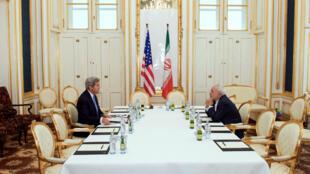 وزيري الخارجية الأمريكي جون كيري والإيراني محمد جواد ظريف