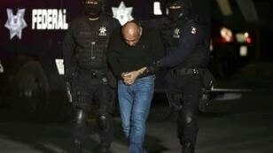 Mexican federal police escort Servando Gomez following his arrest in 2015
