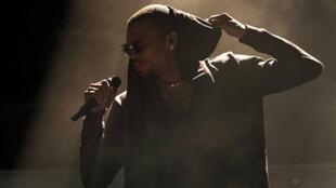 El cantante de rap Chris Brown fue detenido por la policía francesa en París luego de ser acusado de haber cometido un caso de presunta violación.