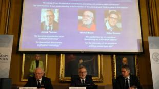 Les membres du Comité Nobel lors de l'annonce des lauréats du prix Nobel de physique2019.