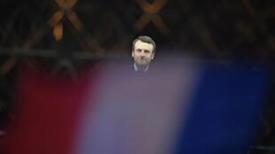 Emmanuel Macron devant la pyramide du Louvre le soir de sa victoire le 7 mai.