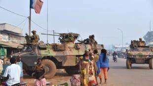 جنود فرنسيون في دورية في بانغي في 14 شباط/فبراير 2016