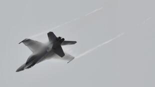 Un avion F-18 de l'armée suisse a approché lundi celui du président de la chambre basse du Parlement russe, en route pour Genève.