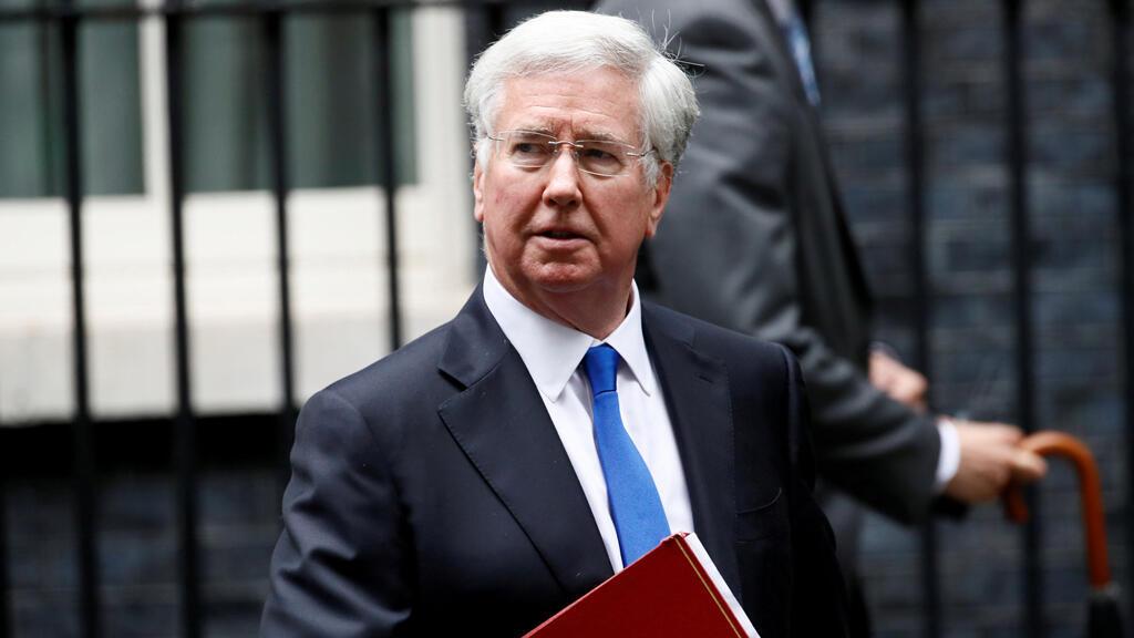 Michael Fallon deja 10 Downing Street después de una reunión de gabinete, en Londres, Reino Unido, el pasado 27 de junio de 2017.