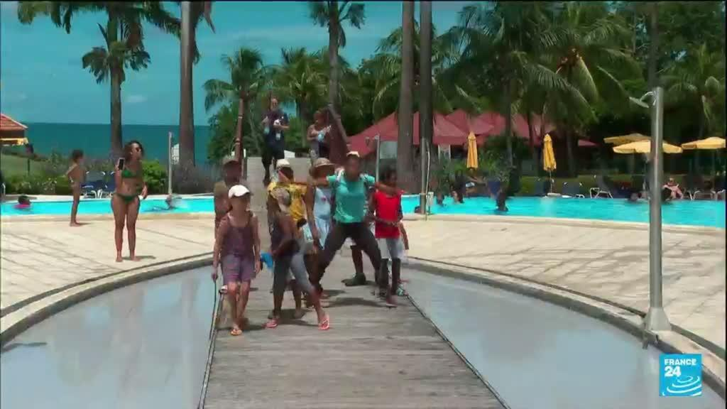 """2021-08-11 14:35 Covid-19 en Martinique : le préfet demande aux touristes de """"quitter"""" l'île"""